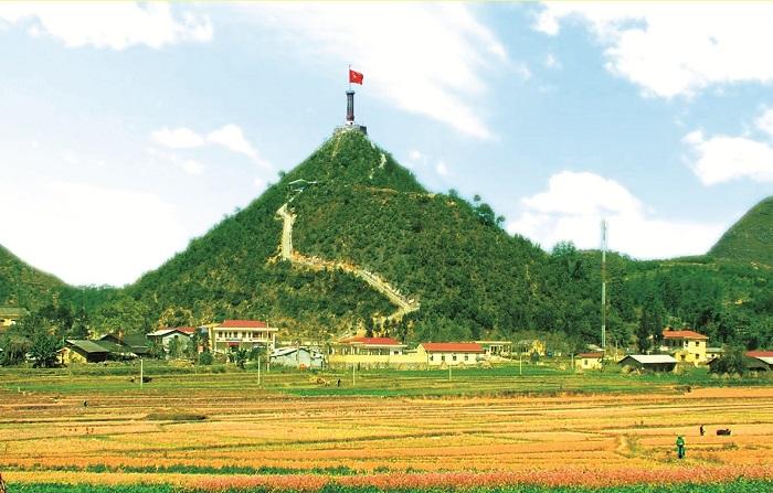 Cột cơ lũng cú nằm ở độ cao 1400m
