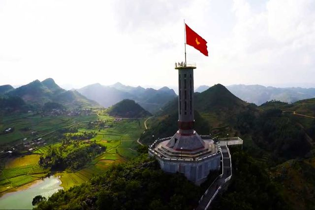 Du lịch Hà Giang mùa hoa tam giác mạch từ Cột cờ Lũng Cú