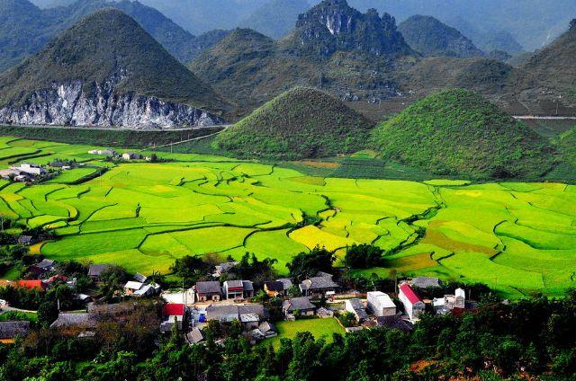 Quản Bạ - Địa điểm nhất định phải đến khi du lịch Hà Giang mùa hoa tam giác mạch