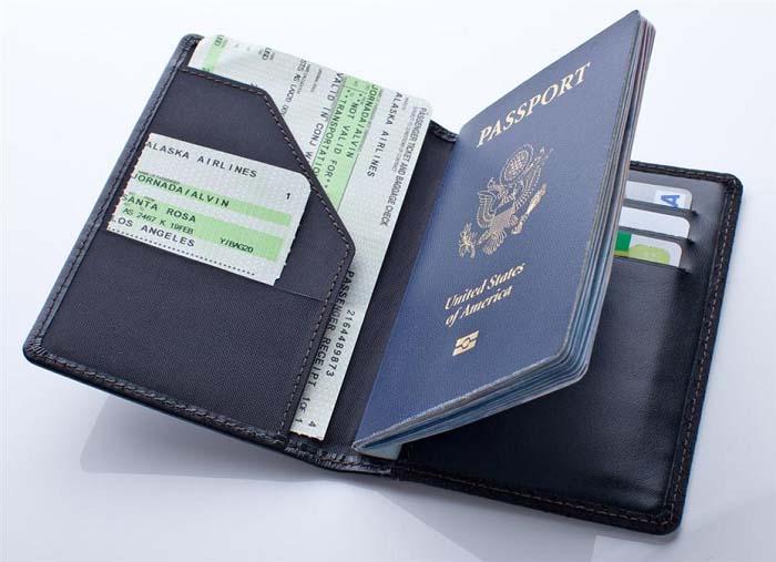 Chuẩn bị đầy đủ giấy tờ tùy thân trước mỗi chuyến đi