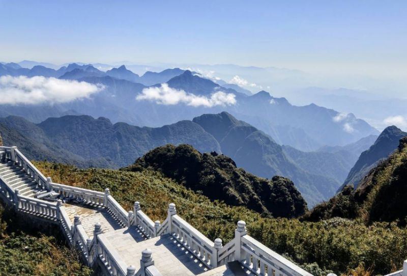 Đường lên đỉnh Fansipan đẹp như tiên cảnh