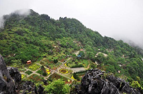 Ngắm và  tham quan Núi Hàm Rồng