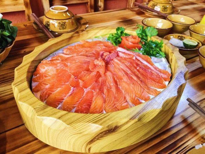Cá hồi - món ăn không thể bỏ lỡ khi du lịch Sapa tháng 11