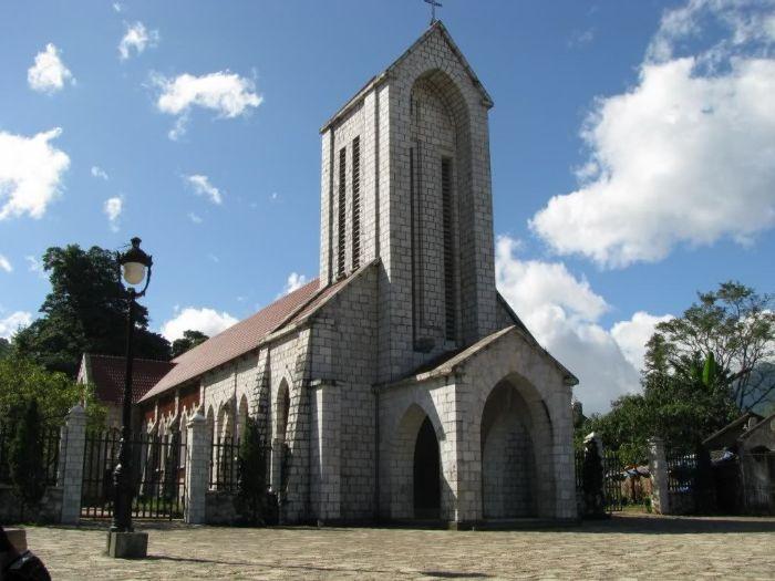 Chiêm ngưỡng vẻ đẹp cổ kính của Nhà thờ đá tại Sapa