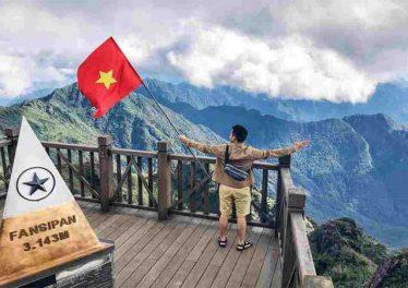 Đừng quên chinh phục đỉnh Fansipan khi du lịch Sapa tháng 11