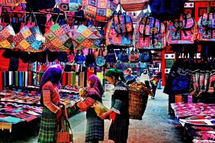 Tham quan chợ Sapa và lưu giữ những món quà kỷ niệm