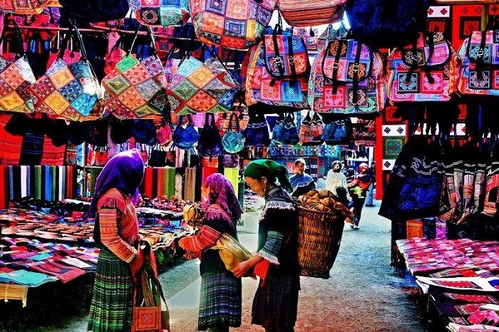 Những người dân bản địa ở chợ Sapa
