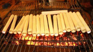 Những ống cơm lam trên bếp than hồng