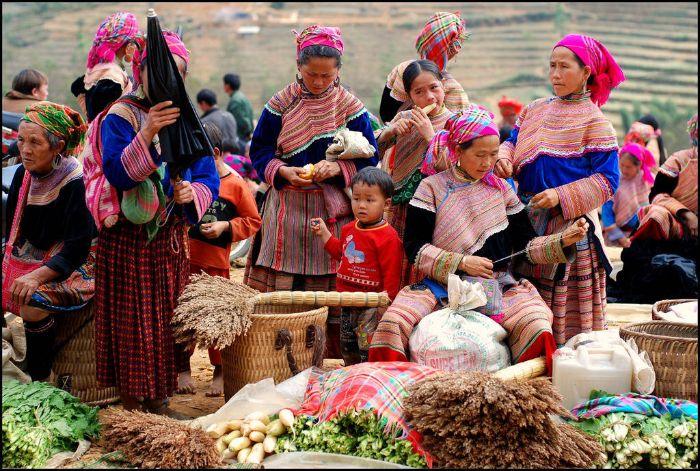 Phiên chợ vùng cao đầy màu sắc