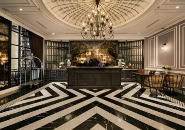 Phong cách tân cổ điển sang trọng, nhẹ nhàng của sảnh khách sạn