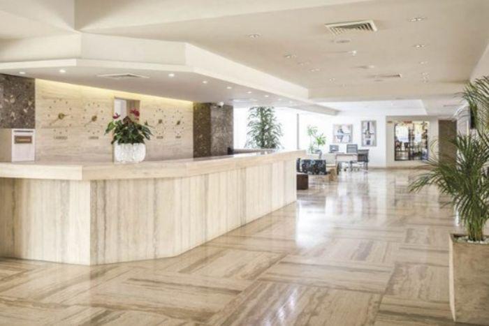 Phong cách tối giản mà sảnh khách sạn mang lại