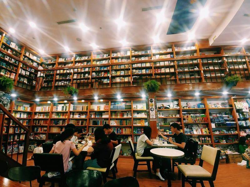 Phong cách thư viện - Quán cà phê sách