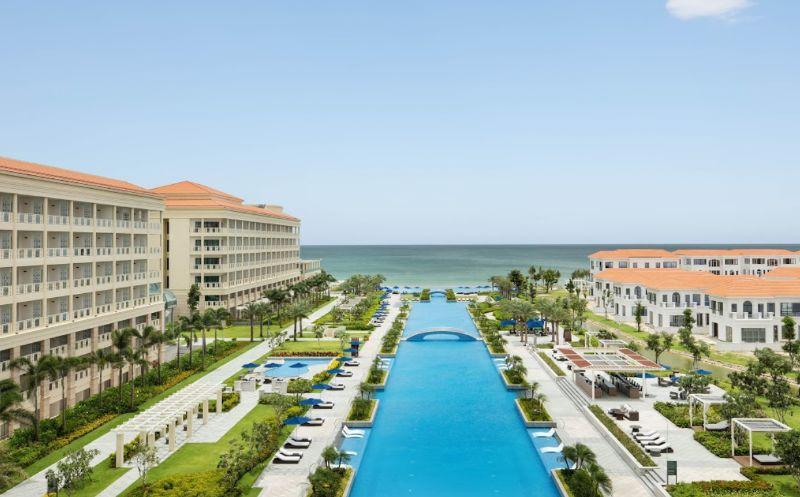 Ưu tiên hàng đầu của thiết kế khách sạn là gần khu du lịch, bãi biển hoặc các di tích nổi tiếng
