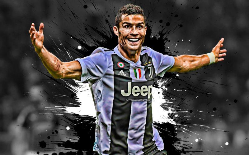 Hình ảnh Ronaldo với trái bóng tròn trên sân