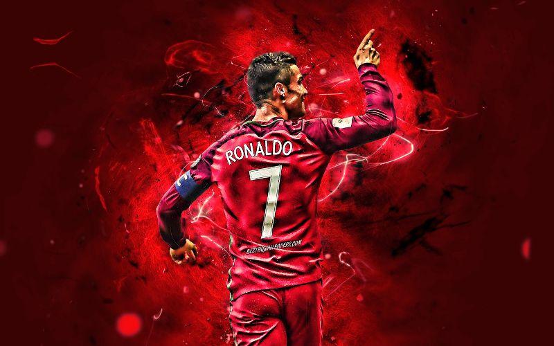Hình ảnh Ronaldo trong bộ quần áo MU