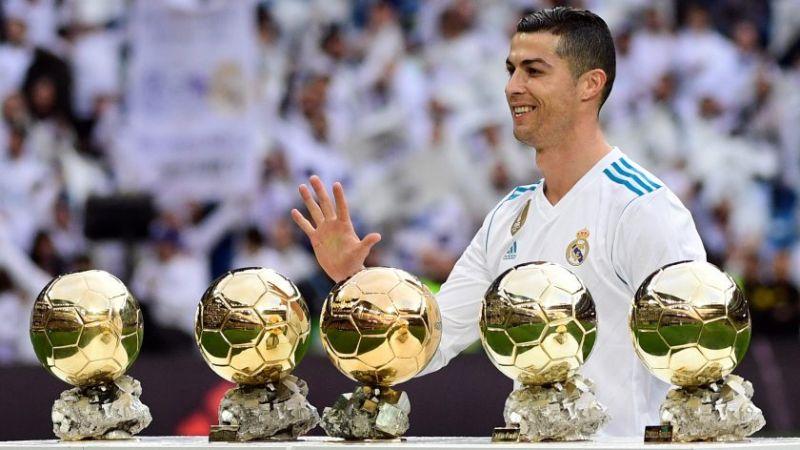 Hình ảnh Ronaldo với 5 quả bóng vàng