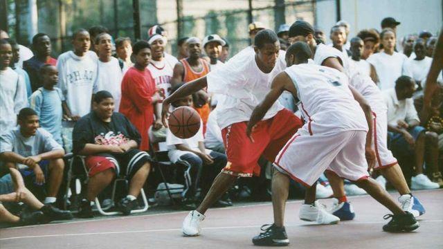 Một trận đấu bóng rổ đường phố