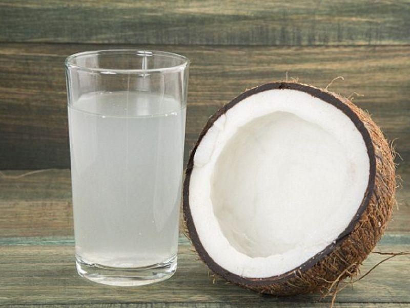 Có nên thay nước lọc bằng nước dừa