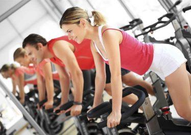 Rủ bạn bè để tăng động lực tập gym